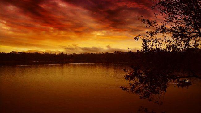 Violent sky.. Sky Lake Mobilephotography Camera360effect Mobile Photography Xiaomiphotograph Mi4iphotography