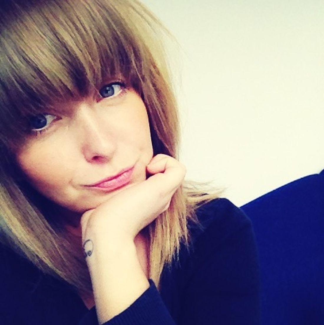 Bored Face -.- Taking Photos Poser Girl