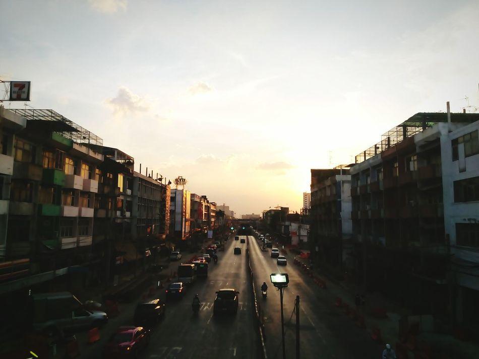พระอาทิตย์ตก กรุงเทพเมืองไม่เคยหลับจริงๆ Betefull A Day In Thailand ธรรมชาติมักจะสร้างสิ่งสวยงามขึ้นมาเสมอ