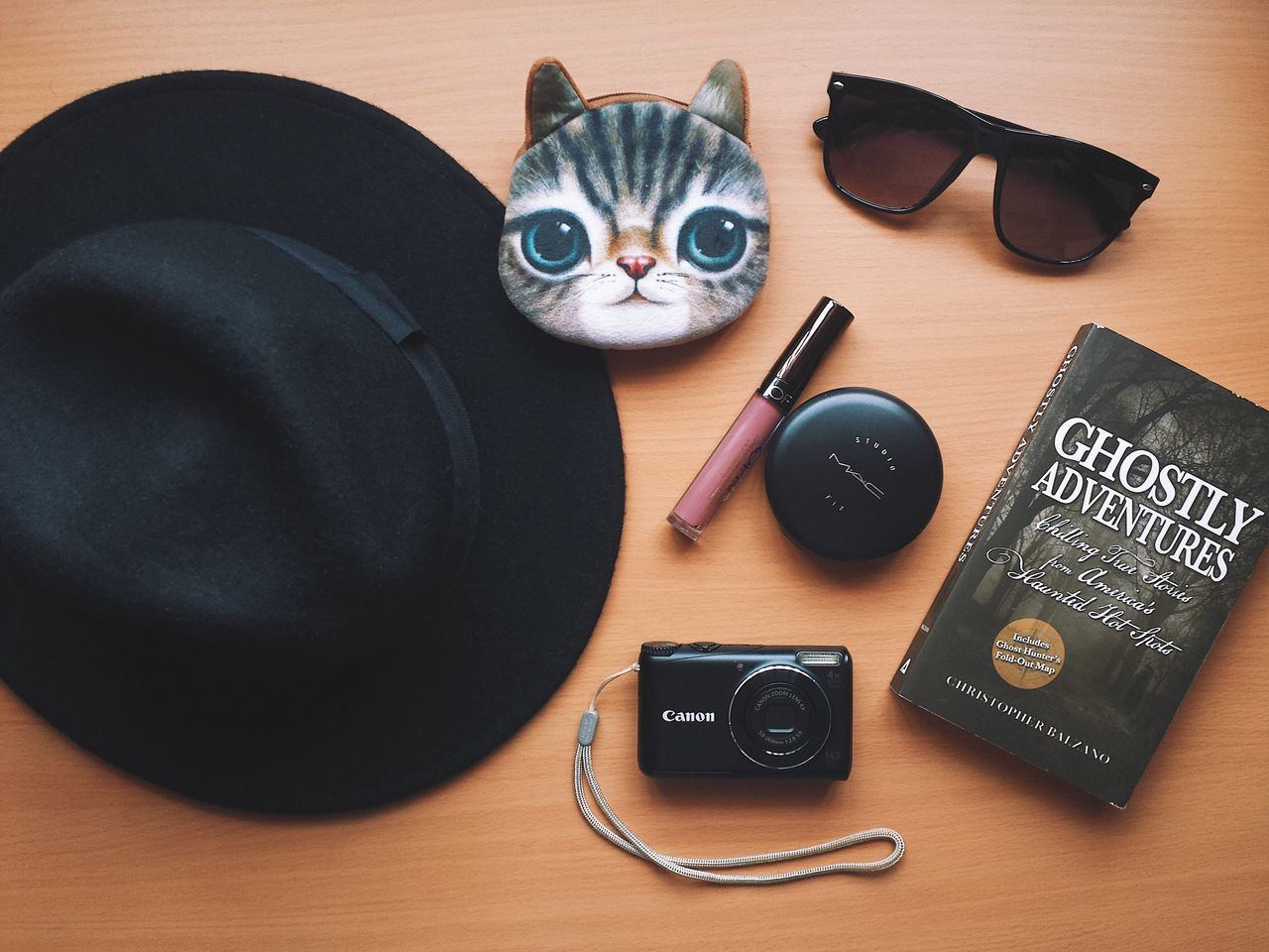 Ghostly adventures essentials Lieblingsteil My Favorite Things High Angle View Directly Above Flatlay Hat Fedora Hat Eyewear Shades Coin Purse Makeup Lipstick Fashion Accesories Camera Point And Shoot Book Indoors  Desk Mobile Photography Smartphone Photography VSCO Eyeemphoto