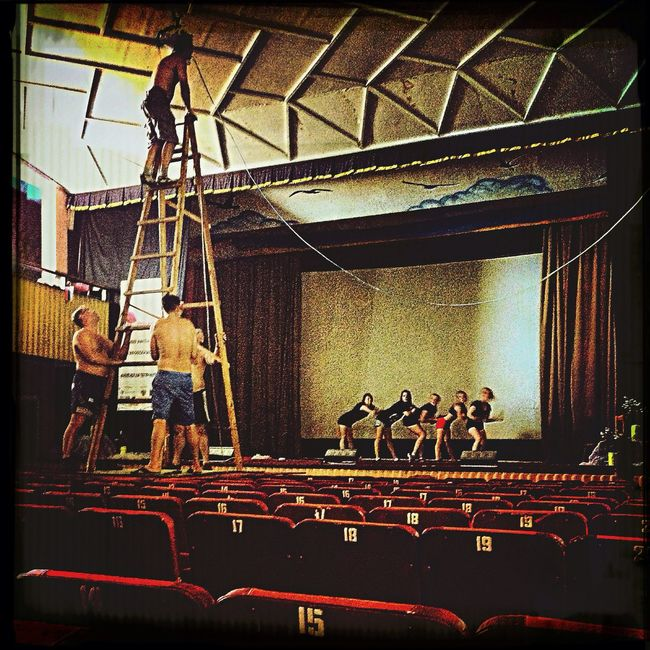 Preparation of a concert hall
