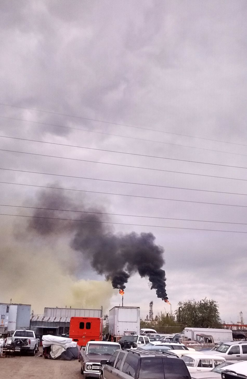 "2016 Suncore Refinery ""Yellow Plume"" Commerce City, Colorado ENVIRONMENTAL HAZARD as it was happening. 911 Air Pollution Day Emergency Emitting Factory Fumes HAZMAT Cleanup Industry Nature Outdoors Plume Pollution Pollution In My World Sky Smoke - Physical Structure Smoke Stack Yellow Plume"