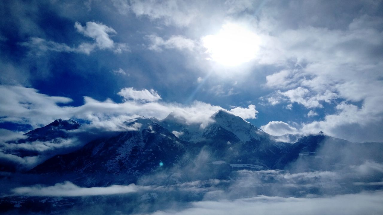 Cornice di nuvole Blue Beauty In Nature Snow Cold Temperature Cloud - Sky Outdoors Scenics Sky Nature No People Day Mountain Blue Sky Power Of Nature Sun presso Aosta Aosta Valley The Great Outdoors - 2017 EyeEm Awards