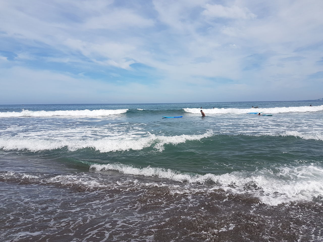 sea, wave, horizon over water, water, nature, sky, scenics, beauty in nature, cloud - sky, real people, adventure, vacations, tranquility, surfing, beach, extreme sports, sport, day, motion, men, outdoors, one person, people