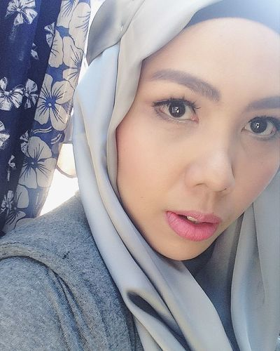 All this time i was doing the fishgape thinggy, and its always been my favorite than the duckface. Check This Out Taking Photos Selfportrait Fishgape That's Me Photography EyeemPhilippines Photooftheday Hijabi Muslimah Happiness Hijabista Selfie Iloveit