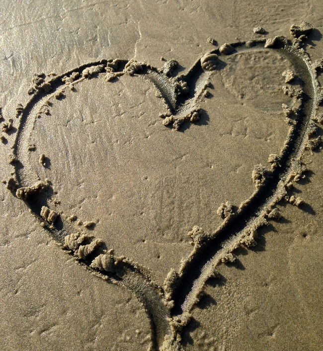 Beach heart Beach Hear Beach Photography Heart Heart Drawn In The Sand Heart Shape Heart Shaped On The Bea Heartbeat Moments Love A Beach Day Sand