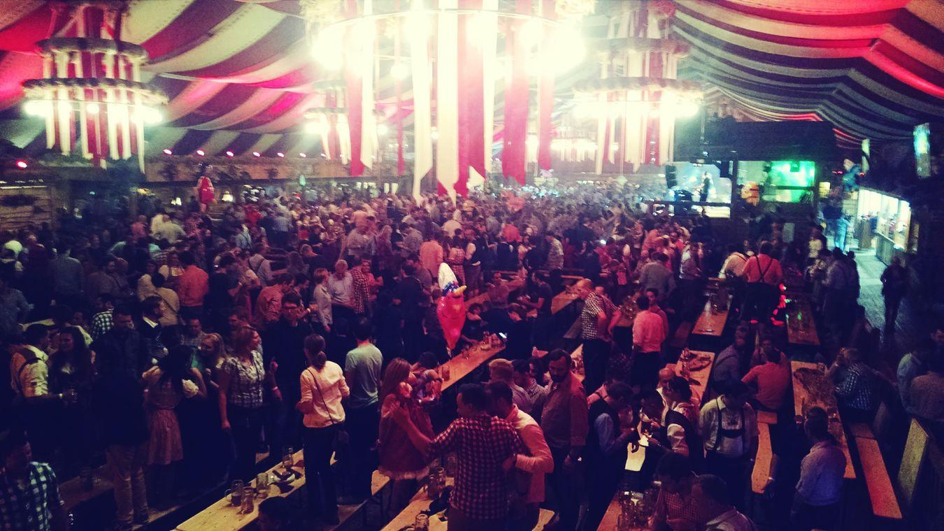 Para quando algo como isto nas nossas festas? Canstatter Wasen  Volksfest