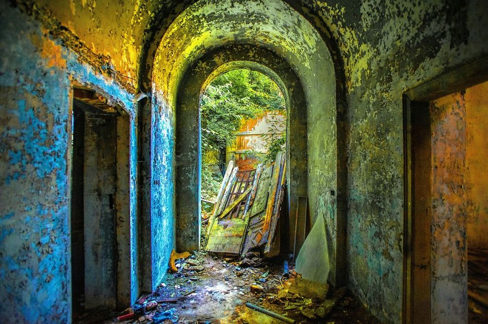 Amazing Architecture Historical Building Decay Beauty Of Decay Beauty In Decay Decay And Dereliction Beautiful Decay The Art Of Decay Deserted