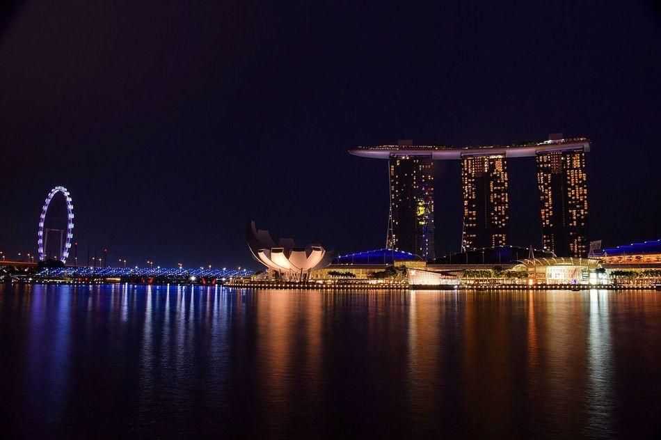 Nikon Nikonphotography Nikond5300 Singapore SingaporeDiaries Marinabaysands Marina Bay Sands MarinaBaySandsHotel Longexposure Lights Citylights Nikonofficials Earthofficial Singaporeflyer Helixbridge Photooftheday First Eyeem Photo