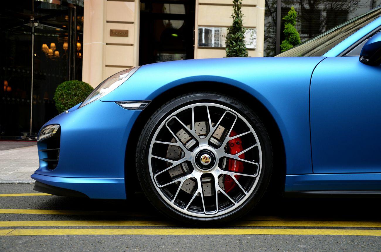 Porsche Carrera 911 (991) Turbo S. Paris. 11.04.15 Porsche 911 Paris Luxury Luxurycar Carspotting Champs-Élysées  EyeEm Best Shots Popular Photos Concorde