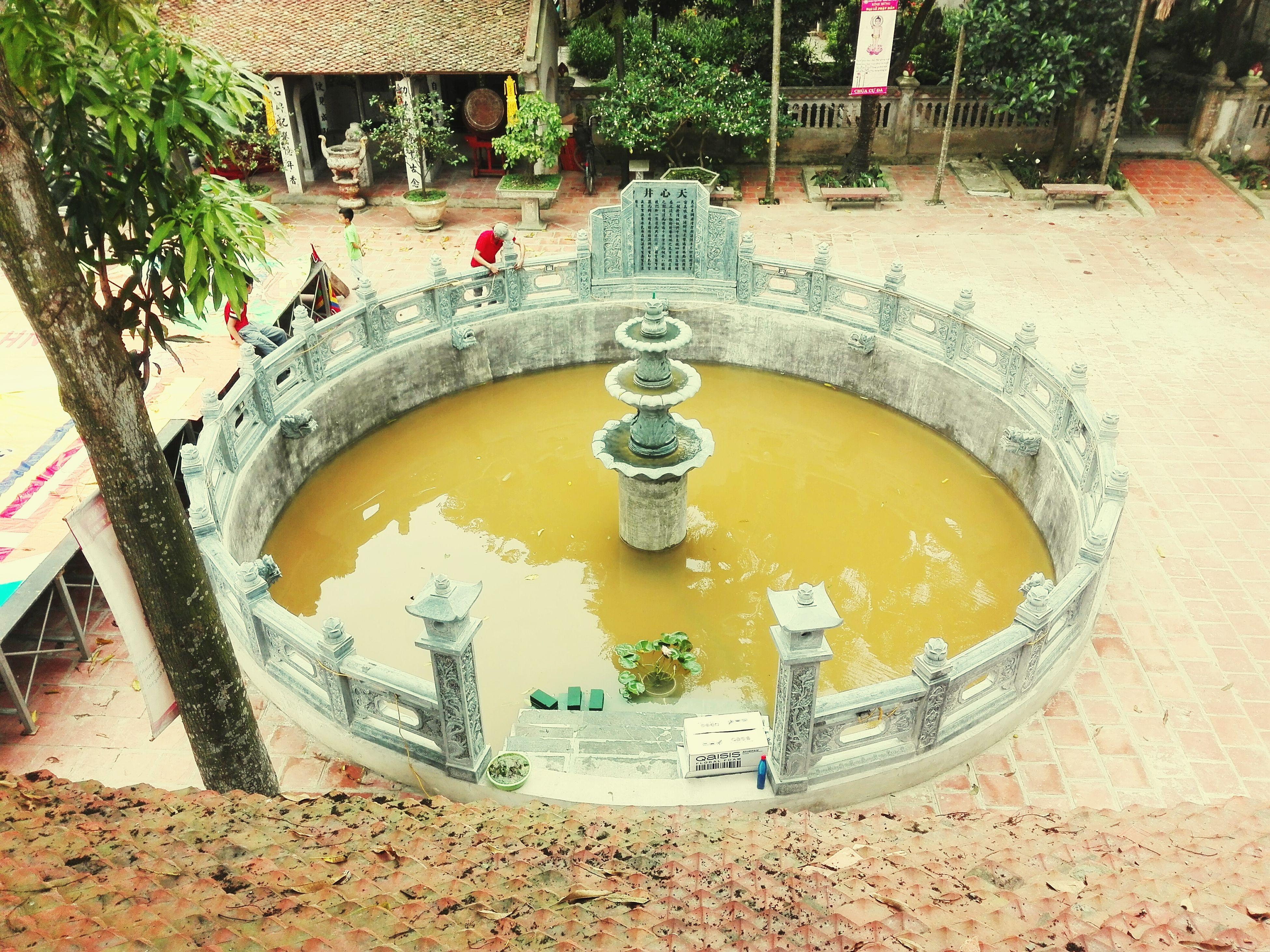 Giếng chùa Cự Đà ngày lễ Phật Đản