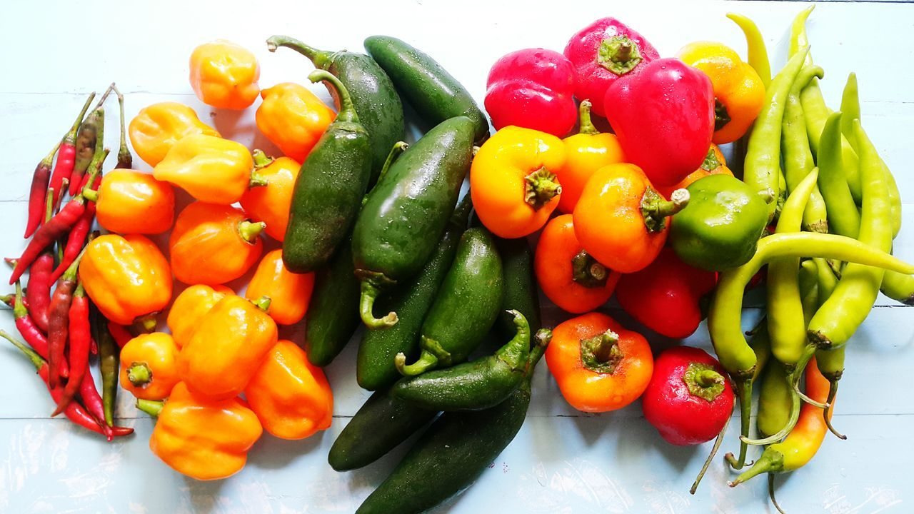 vegetable, bell pepper, yellow bell pepper, red bell pepper, green bell pepper, food and drink, green color, healthy eating, food, freshness, no people, variation, yellow, multi colored, indoors, close-up, day