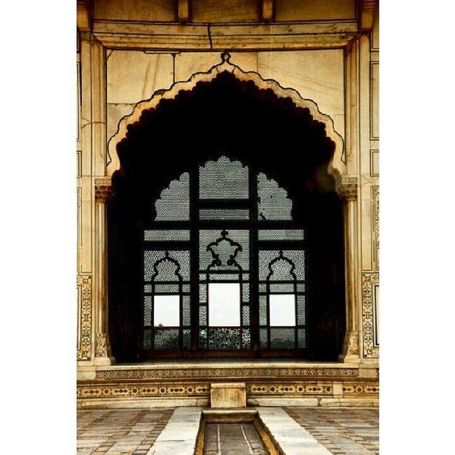 Forcing the fresh air to the royal residency Window DarkFigure Jaali Royalresidency ShahiQila LahoreFort fort Lahore Scenic Punjab Pakistan AmazingCity Amazing