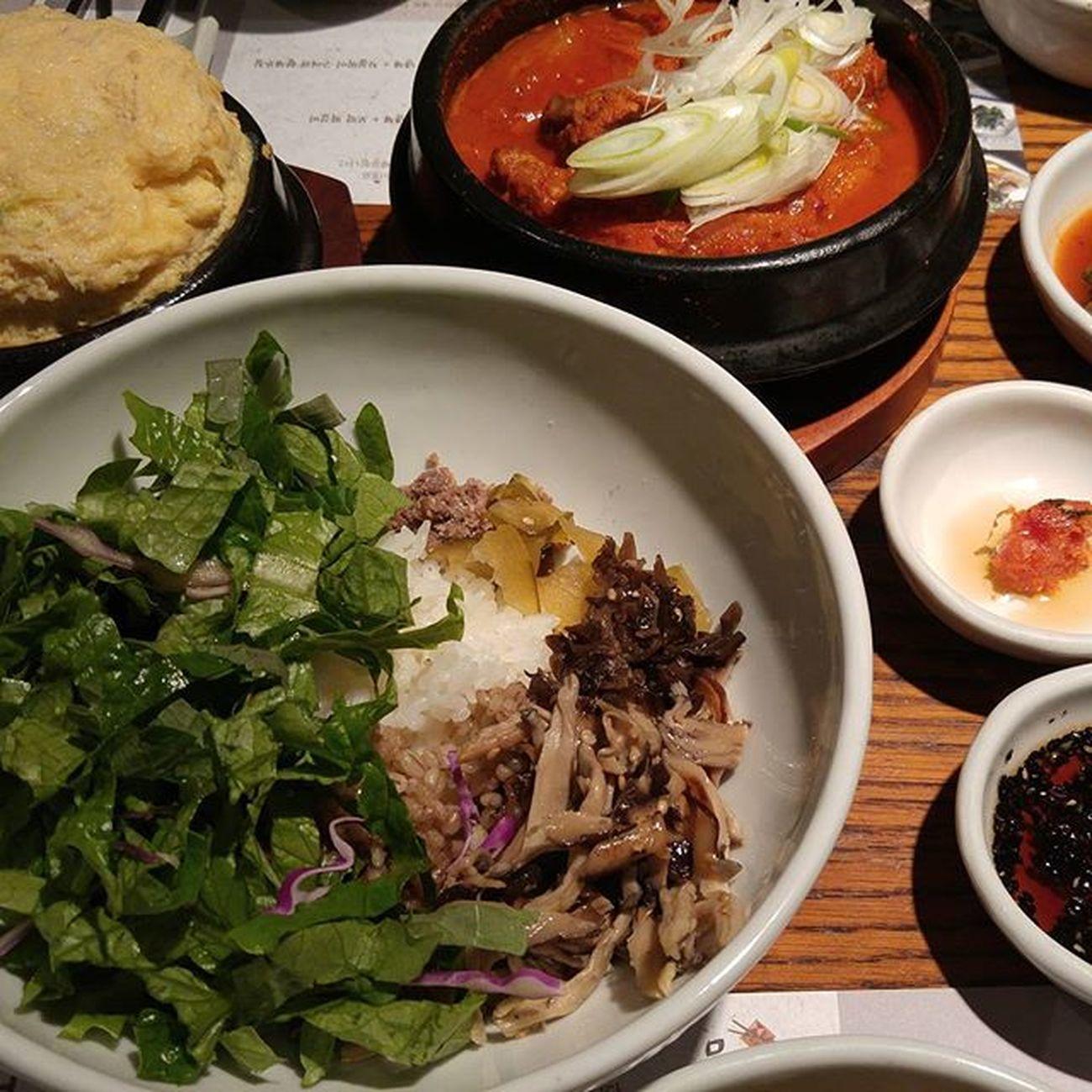 묵은지 김치찜과 모듬 버섯 비빔밥...
