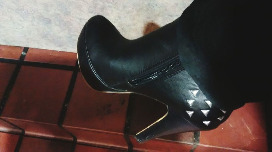 My new boots. Do you like them? I do.