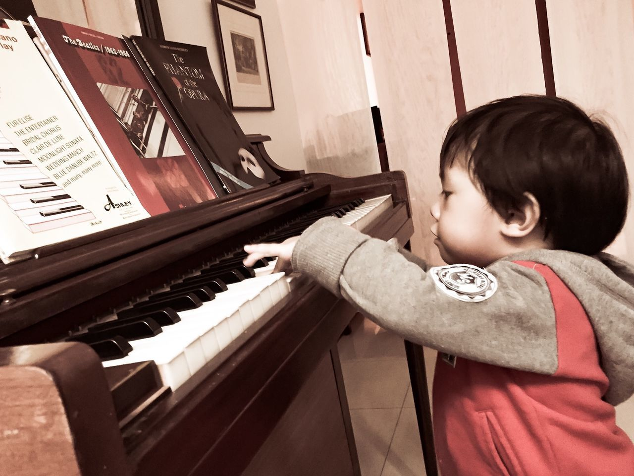[ First Touch ] Keyboard Just Curious Kids Being Kids EyeEmFiveSenses Touch Pastel Power Piano Piano Keys Piano Key Playing Piano Boy Playing Boy Only