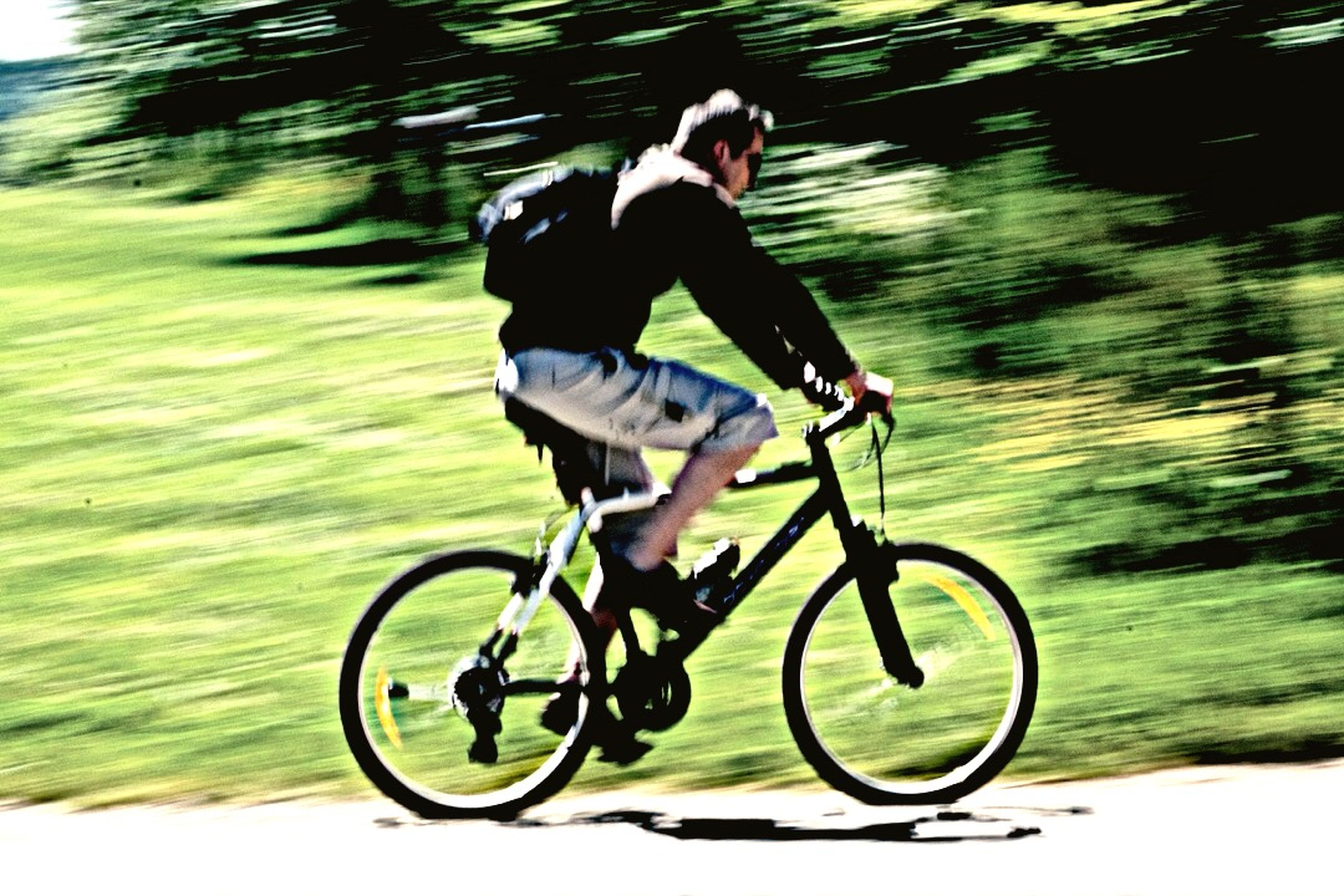 bicycle, riding, mode of transport, transportation, full length, lifestyles, land vehicle, leisure activity, men, on the move, cycling, side view, healthy lifestyle, motion, travel, casual clothing, road, sport