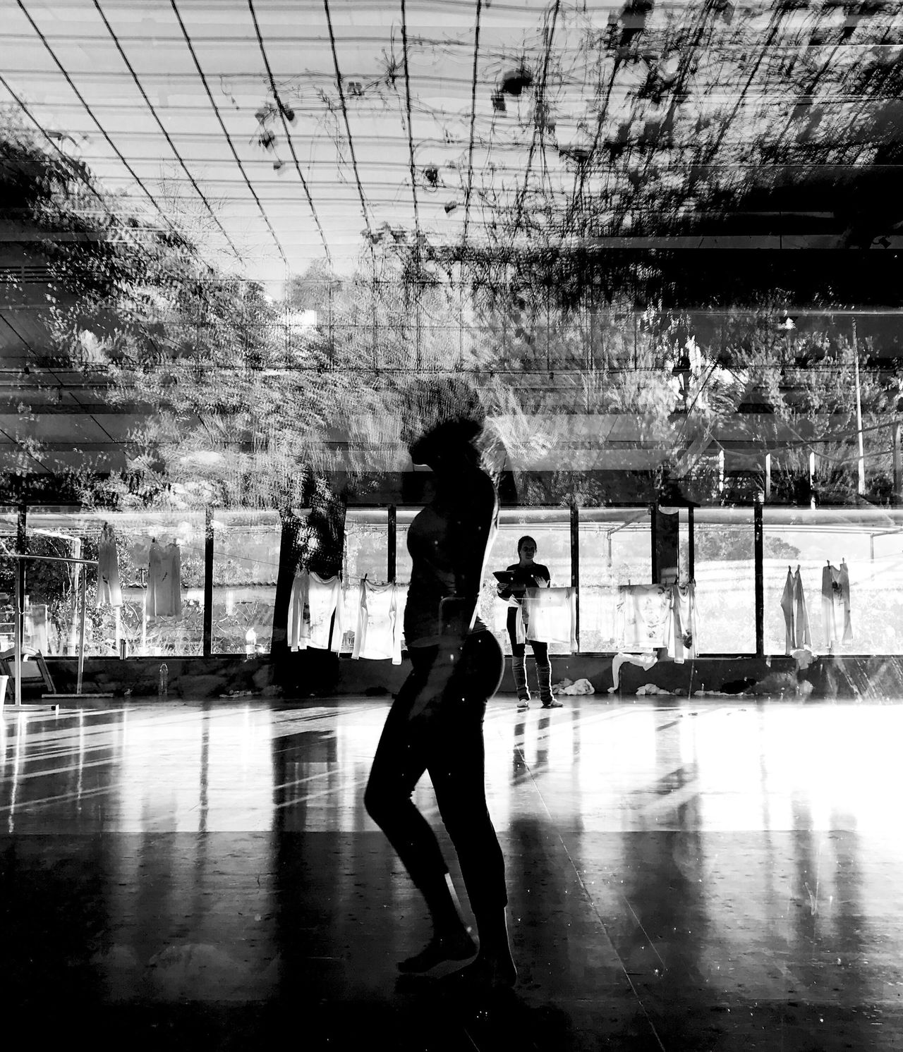 illusion Real People Rear View Full Length Lifestyles Women Wet Men Leisure Activity Day Indoors  Architecture Water Sky Adult People Shotoniphone7plus IPhone7Plus IPhone 7 Plus מייאייפון7 מייריקוד Dance Black And White
