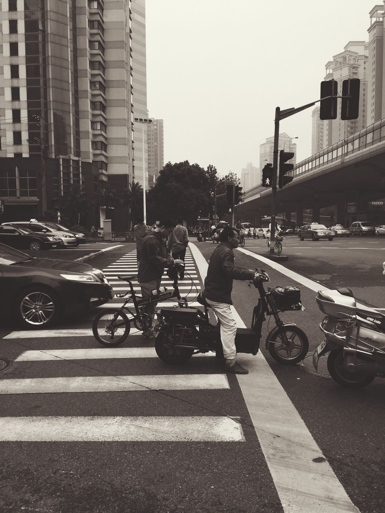 Waiting Shanghai Transportation Electric Vehicle City Built Structure Men Road Traffic Zebra Crossing Waiting Blackandwhite