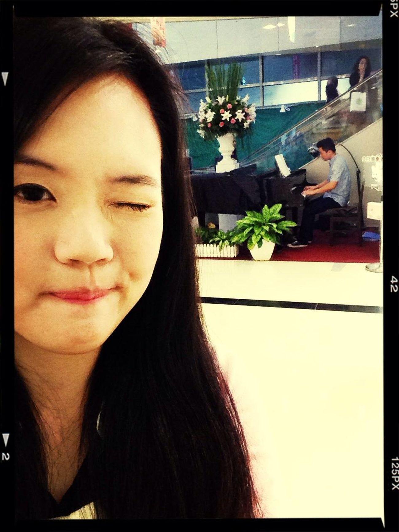 哈,我也有彈喲>\\\< Playing Piano Volunteer Feeling Good