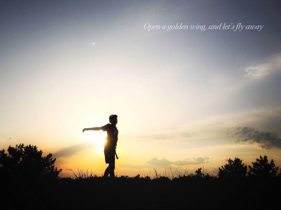 空へ飛び立とう…その光の翼を広げて Sunrise_sunsets_aroundworld Beautiful Sunset EyeEm Best Shots Peace And Love Beautiful View Beautiful Day Beautiful Nature IPhoneography Myson Myprecious 楽しいひと時 Enjoying Life Walking Around That's Myson