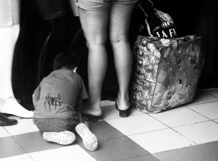 (Lima, feb 2017) Lima Peru Monochrome Blackandwhite Black And White Day Kid Kids Being Kids Kids Playing Child Childhood Mother Playing Spiderman Boy Naughty But Nice Streetphotography Steeetphotography EyeEm Best Shots Floor Legs Indoors  Gamarra