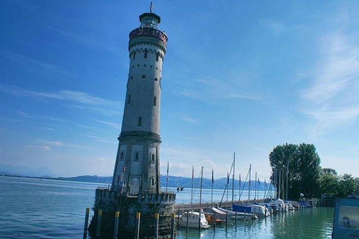 Beautiful Architecture and Design . the NeuerLindauerLeuchtturm Leuchtturm Lighthouse Landmark . at the Hafen Port . Lindau Bodensee Deutschland Germany . Taken by my Sonyalpha DSLR Dslt A57 . مرفأ يخوت بحيرة جزيرة لينداو المانيا