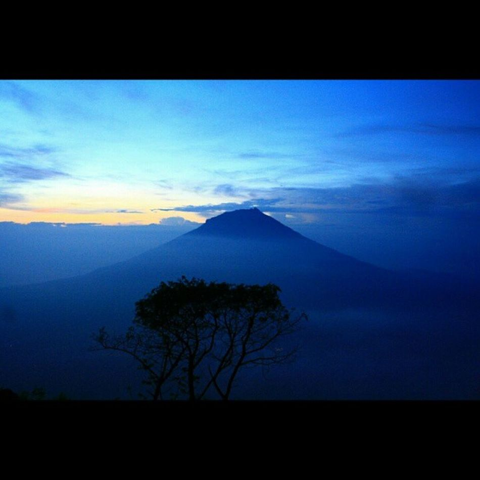 God job😍😍😍 bagus anget.. @inggrilia Repost Gnsumbing Nofilter Mountain Sunrise