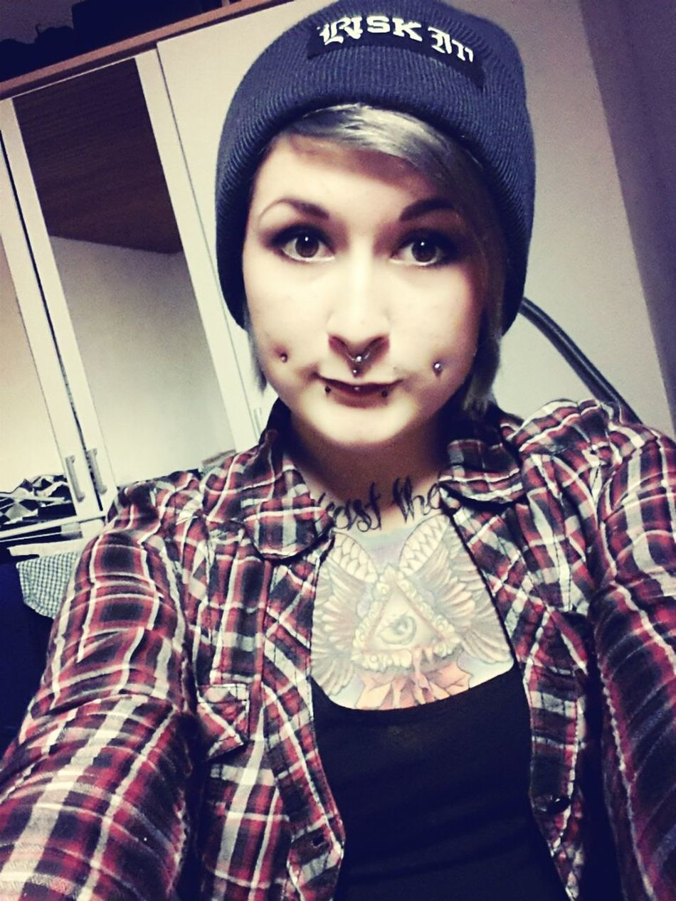 Hanging Out Tattoos Piercings Hardcore Girls With Tattoos Risk It