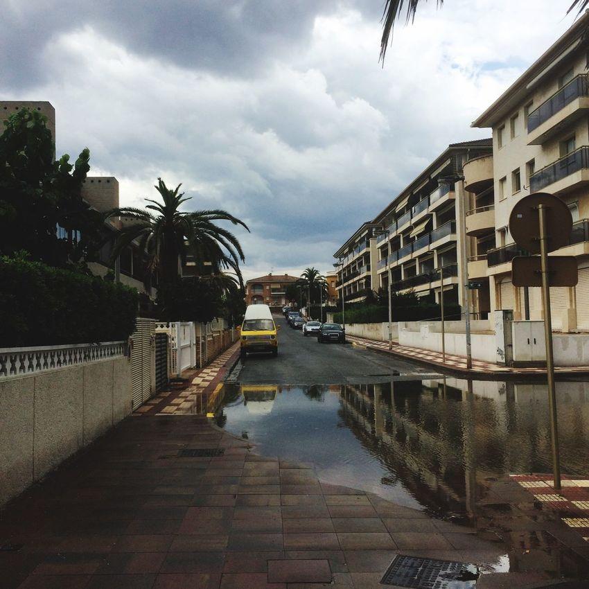 Cambrils Llueve Flaque  Break Pas De Chance Rue España