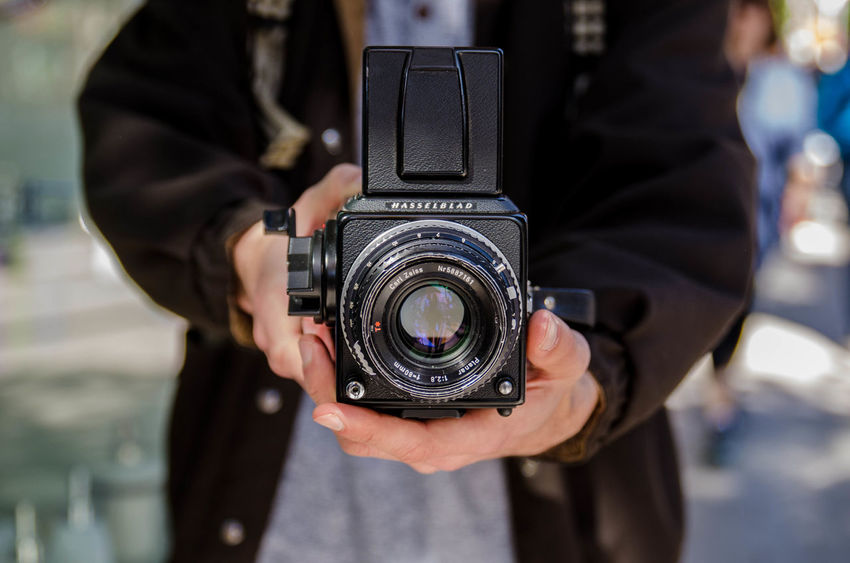 Photography Themes Photographing Camera - Photographic Equipment Adults Only Technology Old-fashioned Holding One Person Adult People One Woman Only Only Women Modern Close-up City Home Video Camera Human Hand Filming Outdoors Day Lieblingsteil