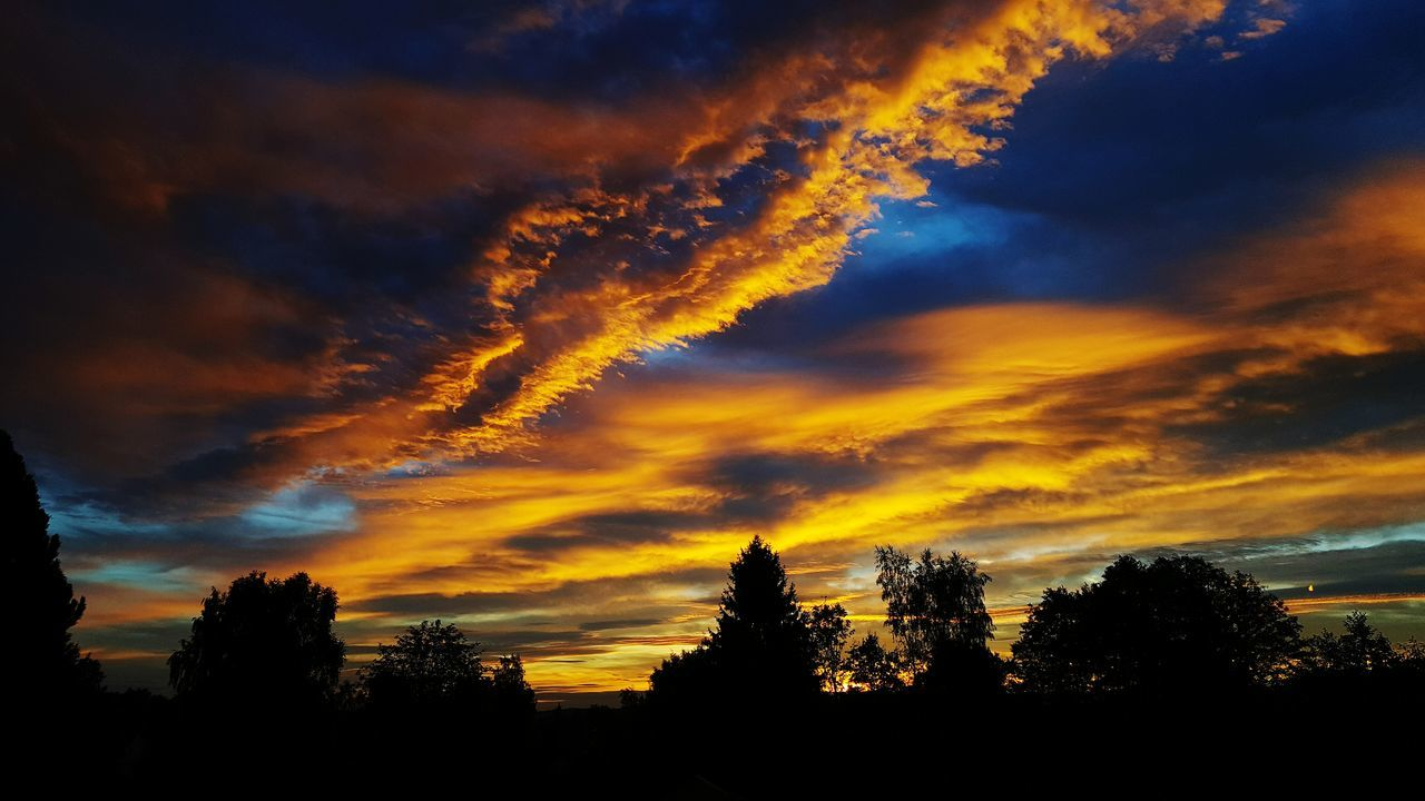 sky, sunset, silhouette, tree, nature, beauty in nature, scenics, cloud - sky, tranquility, dramatic sky, no people, tranquil scene, landscape, outdoors