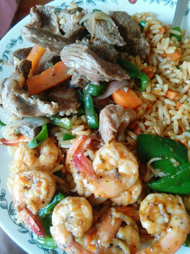 Chinese lunch Homecooking Beefsteak Shrimps! 🍝 Chinese Food Delicious ♡ Foodphotography Seafood Lovers Foodlovers Foodlover SEAFOOD🐡 Beef Sirloinsteak Ricemeal Carrots Sweetpepper Finger Lickin' Good Tasty😋 Foodgasm Trinidad And Tobago