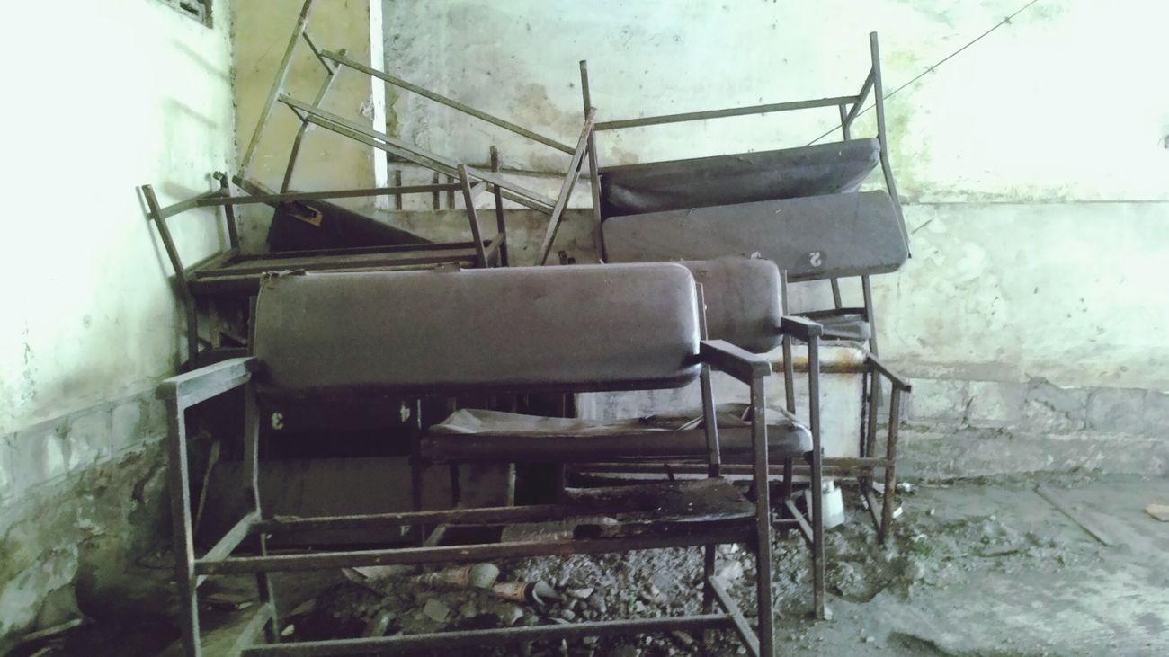 Sisa-sisa kejayaan Bioskop Kelud, Malang. Exploremalang Mainsebentar Abandoned Abandoned Buildings Oldcinema Chairs