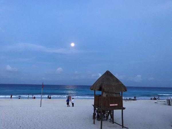 El optimismo es vida 😄 AmoViajar Ivangallery Photography Sea Sand Beach Cancun Iphone7 Lovetotravel Moon Playa Landscape Breathing Space EyeEmNewHere The Week On EyeEm