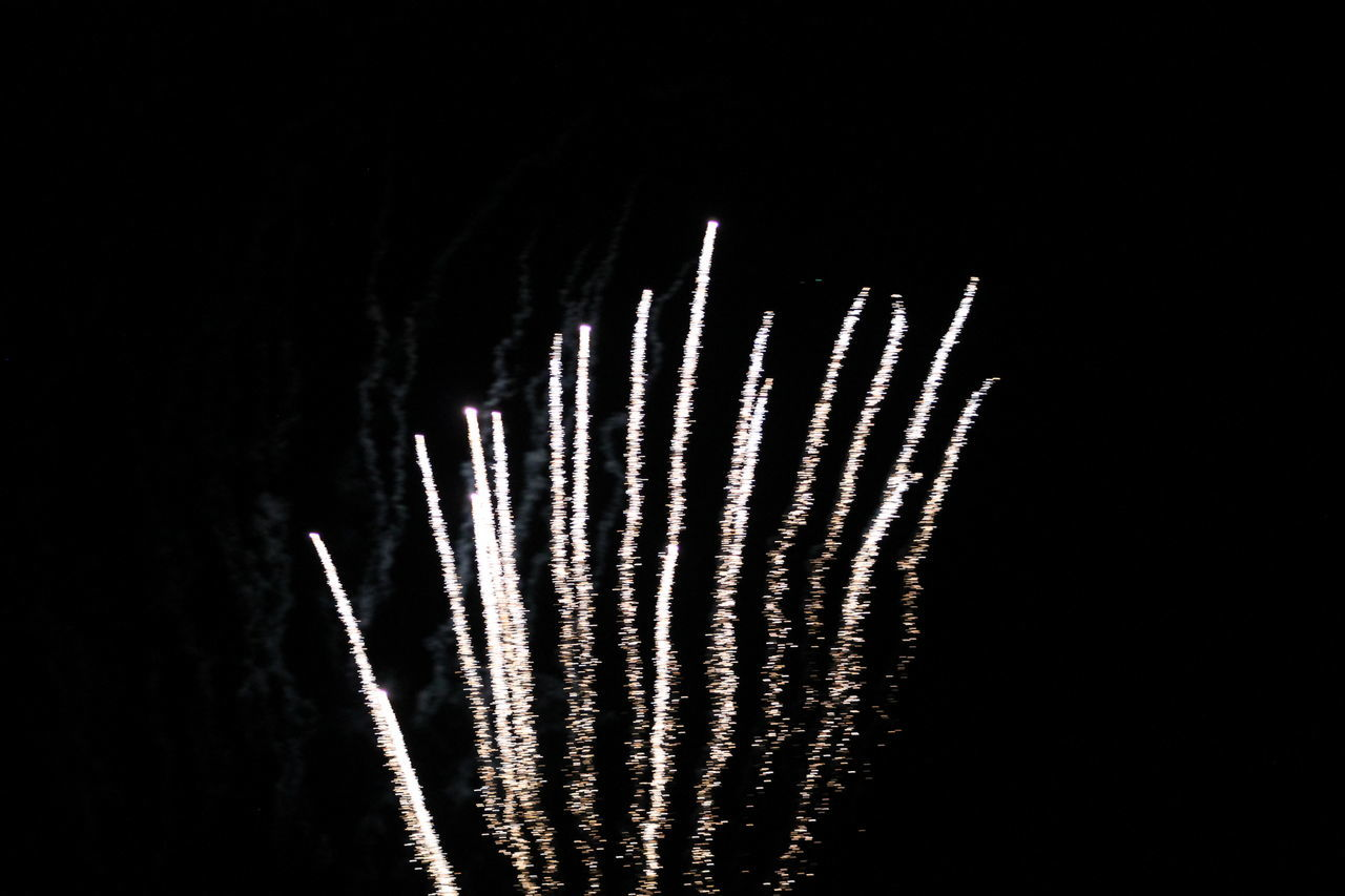 Fourth of July Fireworks Fireworks Up Up And Away Firework Display Fireworks Before The Beauty Of Color Long Exposure Motion Outdoors Plain & Simple Sky The Beginning