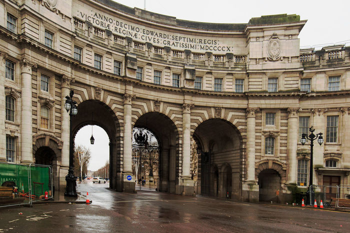 Admiralty Arch  London Luxury Hotel Road Arch Architectural Column Architecture Building Exterior Built Structure Day Famous Landmarks History Hostorical Place No People Outdoors Street Photography Thoroughfare Tourism Trafalgar Square Travel Destinations Victorian Architecture