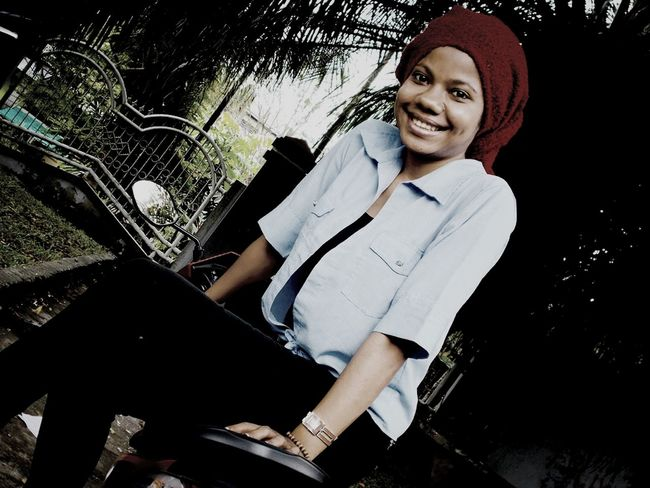 Nice Smile ✌ Happy Model Pose kk ike cantik...