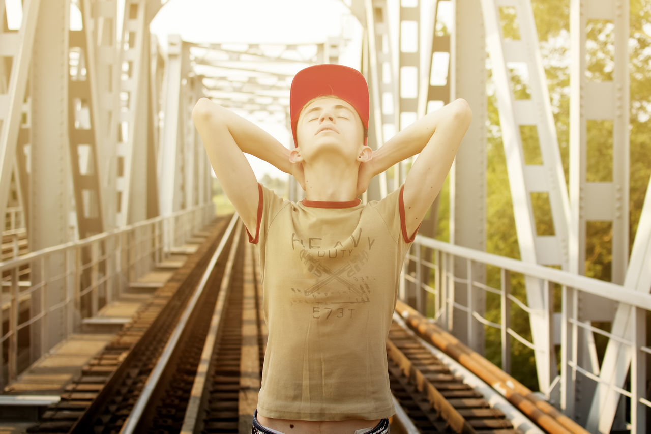Beautiful stock photos of man, 18-19 Years, Architecture, Baseball Cap, Bridge - Man Made Structure