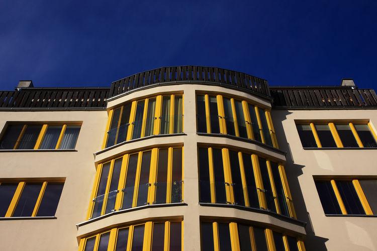 Berlin Häuser Fassaden Berlin Leben Architecture Building Exterior Built Structure Bunt City Clear Sky Day Fassaden Häuser Immobilien Köpenick Lifestyles Low Angle View Miete Mieten No People Outdoors Schöner Wohnen Sky Window Wohnen Yellow
