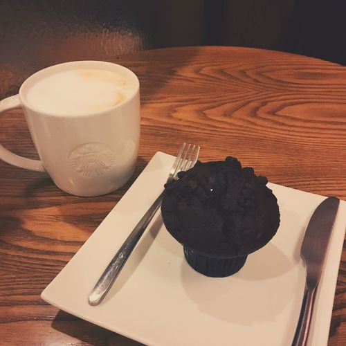 After work yesterday. Food And Drink Coffee & Cake Hungry !!! Afternoon Coffee With Colleagues Chatting With Friends Enjoy Life Yesterday :) Record My Time Sweet Food Free Time Art Of Life Take Photos A Better Life In Starbucks Smell Of Coffee