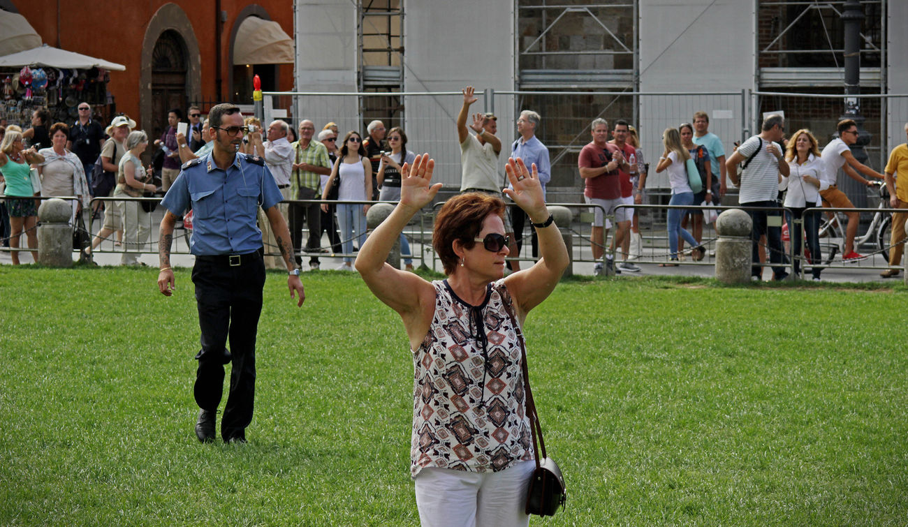 The Policeman didn´t like it if you stood on the grass... (In front of the Pisa Tower) Canon Canonphotography Eos550d Grass Italy Pisa Pisa Tower Real People Standing Summer The Tourist The Tourist Mission Toscana Tourists Tuscany Women
