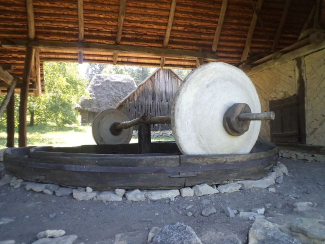 Traditional Traditional Press Stone Whells