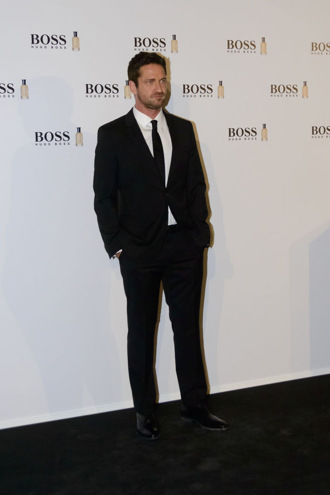 """The Scottish actor and producer, Gerard Butler, attended the Cocktail Hugo Boss photocall as """"Man of Today"""" and Ambassador of Boss Bottled fragrances in Madrid, Spain. Actor Boss Bottled British Celeb Celebrity Editorial  Event Fashion Fashion Film Star Fragrance Front View Full Length Gerard Butler Hugo Boss Man Of Today Men Photocall Red Carpet Scottish Standing Standing Vip Well-dressed Young Adult"""