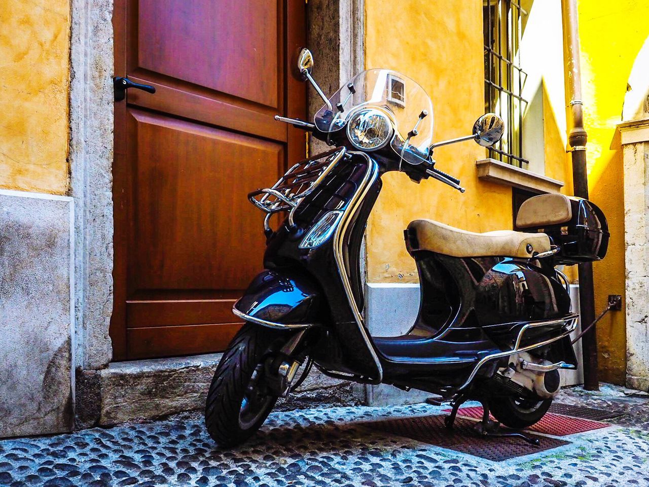 Vespa Scooter in Desenzano del Garda - Italy 🇮🇹 Transportation Land Vehicle Motorcycle Day Mode Of Transport Scooter Italy Vespa Vintage Classic Ride Freedoom  No People Youth Desenzano Holiday Vacations