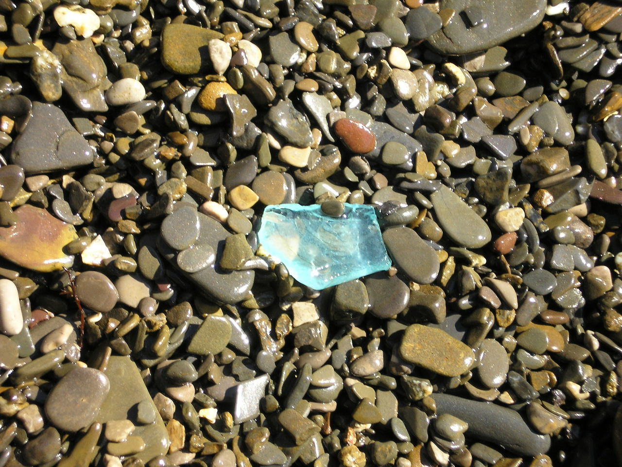 pebble, stone - object, full frame, large group of objects, gemstone, abundance, crystal, rock - object, jewelry, no people, shiny, backgrounds, precious gem, close-up, beach, pebble beach, nature, day, outdoors