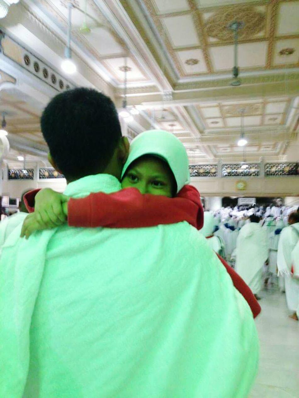 Lean on me when ur not strong...i'll carry u on... My Girl ❤ After Saei Relaxedmindbodyandspirit Makkah Al Mukaramah