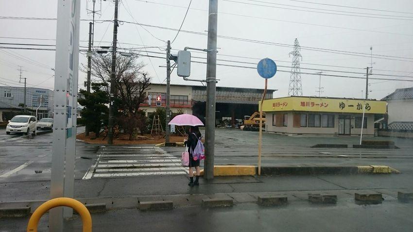 雨の日の 交差点 鉄塔