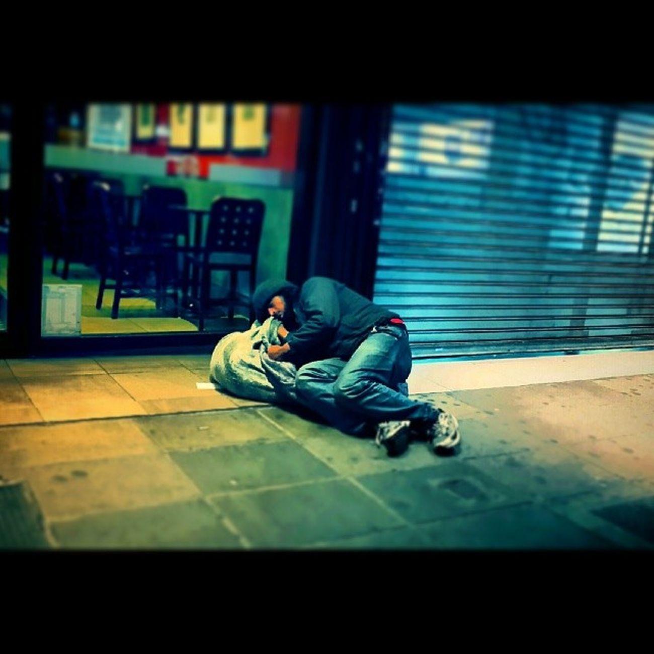 Homeless Sleeping Sleep Dormir durmiendo indigentes indigente street streers calle travel viajando viaje argentina baires buenosaires starbucks gente people traveling