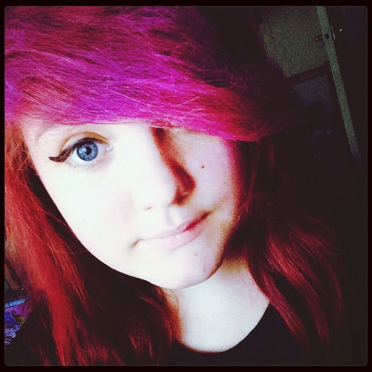 Pinkish and red hair :D Blue Eyes And Pink Hair❤ Red Hair KAWAII Rockmusic